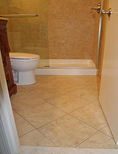 Плитка на полу в туалете своими руками